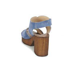 Sandały Betty London  ETIANA. Niebieskie sandały damskie marki Betty London. Za 247,20 zł.