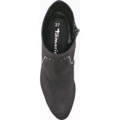 Tamaris - Botki. Czarne buty zimowe damskie marki Tamaris, z materiału. W wyprzedaży za 139,90 zł.