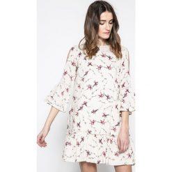 Answear - Sukienka Akita. Szare sukienki mini marki ANSWEAR, na co dzień, l, z poliesteru, casualowe, z okrągłym kołnierzem. W wyprzedaży za 99,90 zł.