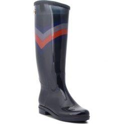 Kalosze TOMMY HILFIGER - Corporate Long Rain FW0FW03563  Rwb 020. Czarne buty zimowe damskie marki TOMMY HILFIGER, z materiału, z okrągłym noskiem, na obcasie. Za 449,00 zł.