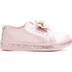 Różowe Slip On Moving. Czerwone buty sportowe dziewczęce marki Born2be, na jesień, z materiału, z okrągłym noskiem. Za 29,99 zł.