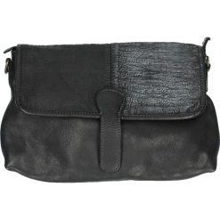 Torebka - PLEAP19 BLACK. Czarne torebki klasyczne damskie Venezia, w paski, ze skóry. Za 399,00 zł.