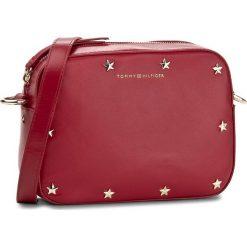 Torebka TOMMY HILFIGER - Iconic Camera Bag Leather Stars AW0AW04667 614. Czerwone torebki klasyczne damskie TOMMY HILFIGER. W wyprzedaży za 409,00 zł.