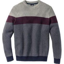 Sweter z okrągłym dekoltem Regular Fit bonprix szary melanż - czerwony klonowy w paski. Szare swetry klasyczne męskie marki bonprix, m, melanż, z dzianiny, z okrągłym kołnierzem. Za 74,99 zł.