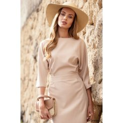 Sukienki asymetryczne: Sukienka bez rękawów z asymetrycznym rozcięciem