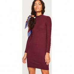 Dopasowana sukienka mini - Bordowy. Czerwone sukienki mini marki Reserved, l, dopasowane. Za 79,99 zł.