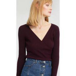 Ciemnofioletowy Sweter Out in front. Fioletowe swetry klasyczne damskie marki other, na jesień, l. Za 39,99 zł.