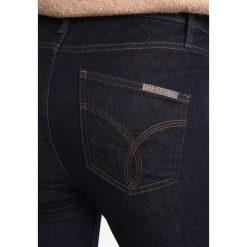 Calvin Klein Jeans SCULPTED SKINNY Jeans Skinny Fit rinsed denim. Czarne jeansy damskie relaxed fit Calvin Klein Jeans, z bawełny. W wyprzedaży za 350,35 zł.