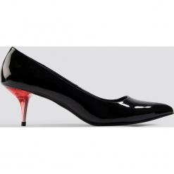 NA-KD Shoes Lakierowane czółenka - Black. Czarne buty ślubne damskie NA-KD Shoes, z lakierowanej skóry, na niskim obcasie, na obcasie. Za 100,95 zł.
