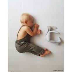Ogrodniczki KHAKI. Brązowe spodnie niemowlęce Pakamera, z dresówki. Za 79,00 zł.