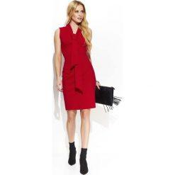 Czerwona Elegancka Ołówkowa Sukienka z Krawatką. Niebieskie sukienki balowe marki Molly.pl, na co dzień, l, z elastanu, z klasycznym kołnierzykiem, oversize. Za 125,90 zł.