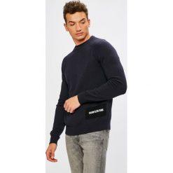 Calvin Klein Jeans - Sweter. Szare swetry klasyczne męskie marki Calvin Klein Jeans, l, z bawełny, z okrągłym kołnierzem. Za 449,90 zł.