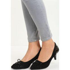 Czarne Czółenka Daylight. Czarne buty ślubne damskie marki Kazar, ze skóry, na niskim obcasie, na obcasie. Za 69,99 zł.