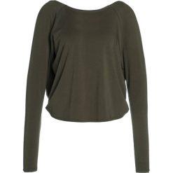 Manduka TWIST BACK Bluzka z długim rękawem olivine. Brązowe bluzki damskie Manduka, m, z bawełny, z długim rękawem. W wyprzedaży za 171,75 zł.