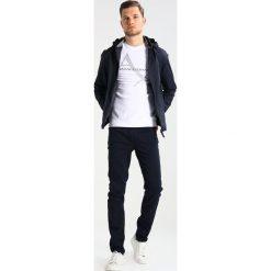 Armani Exchange Bluza white. Białe bluzy męskie Armani Exchange, m, z elastanu. Za 459,00 zł.