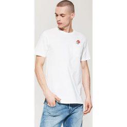 T-shirty męskie z nadrukiem: T-shirt z nadrukiem na plecach – Kremowy