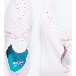 Native MOC Tenisówki i Trampki milk pink/shell white. Czerwone tenisówki damskie Native, z materiału. W wyprzedaży za 237,30 zł.