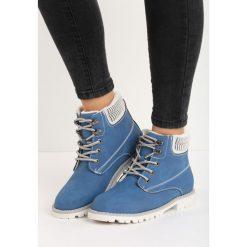 Granatowe Traperki Cut to the Chase. Białe buty zimowe damskie Born2be, z materiału, na płaskiej podeszwie. Za 99,99 zł.