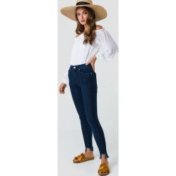 NA-KD Jeansy z zaokrąglonymi nogawkami - Blue. Niebieskie spodnie z wysokim stanem NA-KD, z jeansu. Za 161,95 zł.