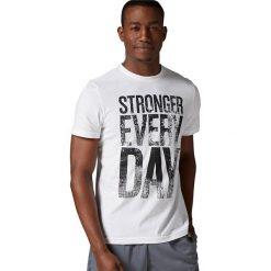 Reebok Koszulka męska Stronger Everyday Graphic Tee biała r. L (AY1063). Szare koszulki sportowe męskie marki Reebok, l, z dzianiny, z okrągłym kołnierzem. Za 96,38 zł.