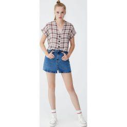 Spódnica jeansowa z rozcięciem. Niebieskie spódniczki jeansowe Pull&Bear. Za 89,90 zł.