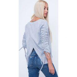 Bluzy rozpinane damskie: Bluza z kopertowym tyłem jasnoszara 1554