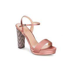 Sandały Menbur  Airole. Czerwone sandały trekkingowe damskie marki Menbur. Za 295,20 zł.