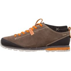 Aku BELLAMONT GTX Obuwie hikingowe beige/orange. Brązowe buty sportowe męskie marki Aku, z gumy, outdoorowe. W wyprzedaży za 468,30 zł.