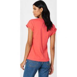 Rut&Circle T-shirt Ella Basic - Pink. Zielone t-shirty damskie marki Rut&Circle, z dzianiny, z okrągłym kołnierzem. Za 80,95 zł.