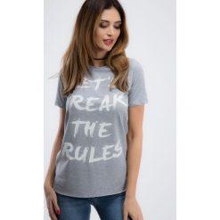 Jasnoszary t-shirt z napisem 3422. Szare t-shirty damskie Fasardi, s, z napisami. Za 29,00 zł.