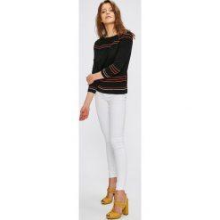 Only - Jeansy Royal Deluxe. Szare jeansy damskie marki ONLY, s, z bawełny, z okrągłym kołnierzem. Za 149,90 zł.