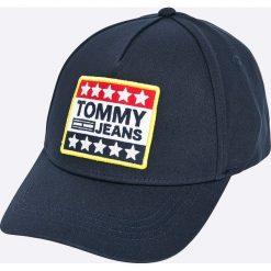 Tommy Jeans - Czapka. Szare czapki z daszkiem męskie marki Tommy Jeans, z bawełny. W wyprzedaży za 129,90 zł.