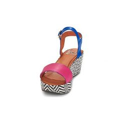 Sandały Betty London  COQUETTE. Różowe sandały damskie marki Betty London. Za 247,20 zł.