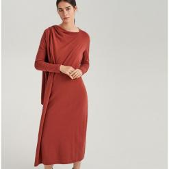Sukienka maxi ReDesign - Czerwony. Białe długie sukienki marki Reserved, l, z dzianiny. Za 199,99 zł.