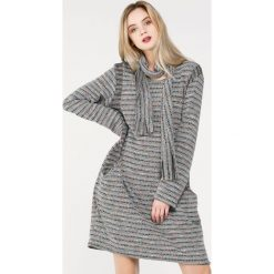 Sukienka - 142-17862 GRC. Szare sukienki dzianinowe Unisono, l, mini, proste. Za 69,00 zł.