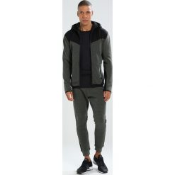 Kardigany męskie: Superdry GYM TECH BLOCKED ZIPHOOD Bluza rozpinana desert olive marl/black