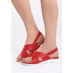 Czerwone Sandały Walk Off. Czerwone sandały damskie marki Born2be, z materiału, na obcasie. Za 79,99 zł.