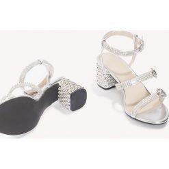 Rzymianki damskie: NA-KD Shoes Metaliczne sandały ze zdobieniami - Silver