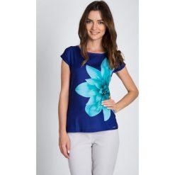 Bluzki damskie: Granatowa bluzka z turkusowym kwiatem QUIOSQUE
