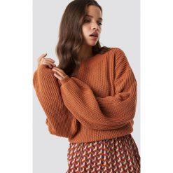 Glamorous Sweter z bufiastym rękawem - Orange. Pomarańczowe swetry klasyczne damskie marki Glamorous, z dzianiny, z okrągłym kołnierzem. Za 161,95 zł.
