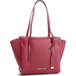 Torebka CALVIN KLEIN - Frame Med Shopper K60K604596 628. Czerwone shopper bag damskie marki Calvin Klein, ze skóry ekologicznej. Za 599,00 zł.