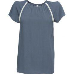 Tunika kreszowana z wycięciami bonprix dymny niebieski wzorzysty. Szare bluzki z odkrytymi ramionami marki bonprix, z koronki. Za 79,99 zł.