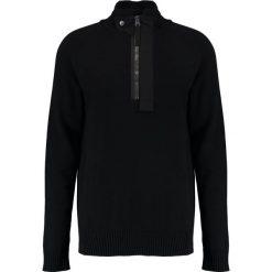 GStar EMPRAL 1/2 ZIP KNIT L/S Sweter dark black. Czerwone kardigany męskie marki G-Star, l, z napisami. W wyprzedaży za 391,30 zł.