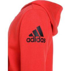Adidas Performance LOGO HOOD Bluza rozpinana hirere/black. Czerwone bluzy chłopięce rozpinane marki adidas Performance, z bawełny. W wyprzedaży za 125,30 zł.