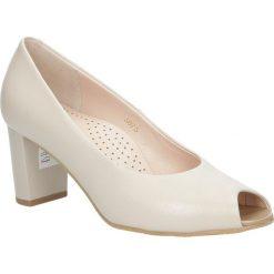 Beżowe czółenka skórzane peep toe na słupku Casu 5075/203. Brązowe buty ślubne damskie marki bonprix, na obcasie. Za 238,99 zł.