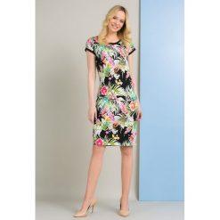 Sukienki: Sukienka z tropikalnym motywem