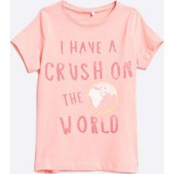 Name it - Top dziecięcy 110-164 cm. Szare bluzki dziewczęce Name it, z nadrukiem, z bawełny, z okrągłym kołnierzem. W wyprzedaży za 29,90 zł.