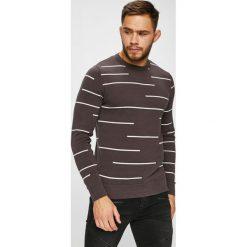 Produkt by Jack & Jones - Sweter. Szare swetry klasyczne męskie marki PRODUKT by Jack & Jones, l, z bawełny, z okrągłym kołnierzem. W wyprzedaży za 99,90 zł.