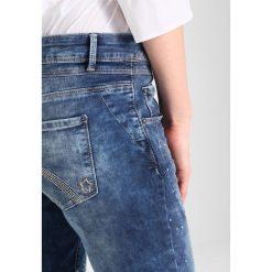 Cartoon Jeansy Slim Fit middle blue denim. Niebieskie jeansy damskie Cartoon. Za 419,00 zł.