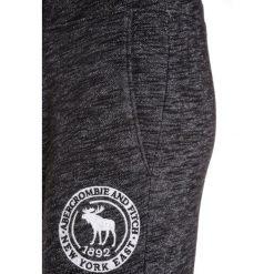 Abercrombie & Fitch VARSITY Spodnie treningowe dark grey. Szare jeansy chłopięce Abercrombie & Fitch. W wyprzedaży za 141,75 zł.